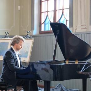 0010_4-pianistas-r-zubovas-skambino-savo-garsaus-prosenelio-kurinius_1562150482-48df5ae941b2b76e903caab2342a65b7.JPG